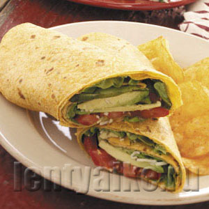На фото бутерброд с авокадо